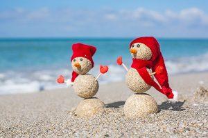 Festive sand snowmen